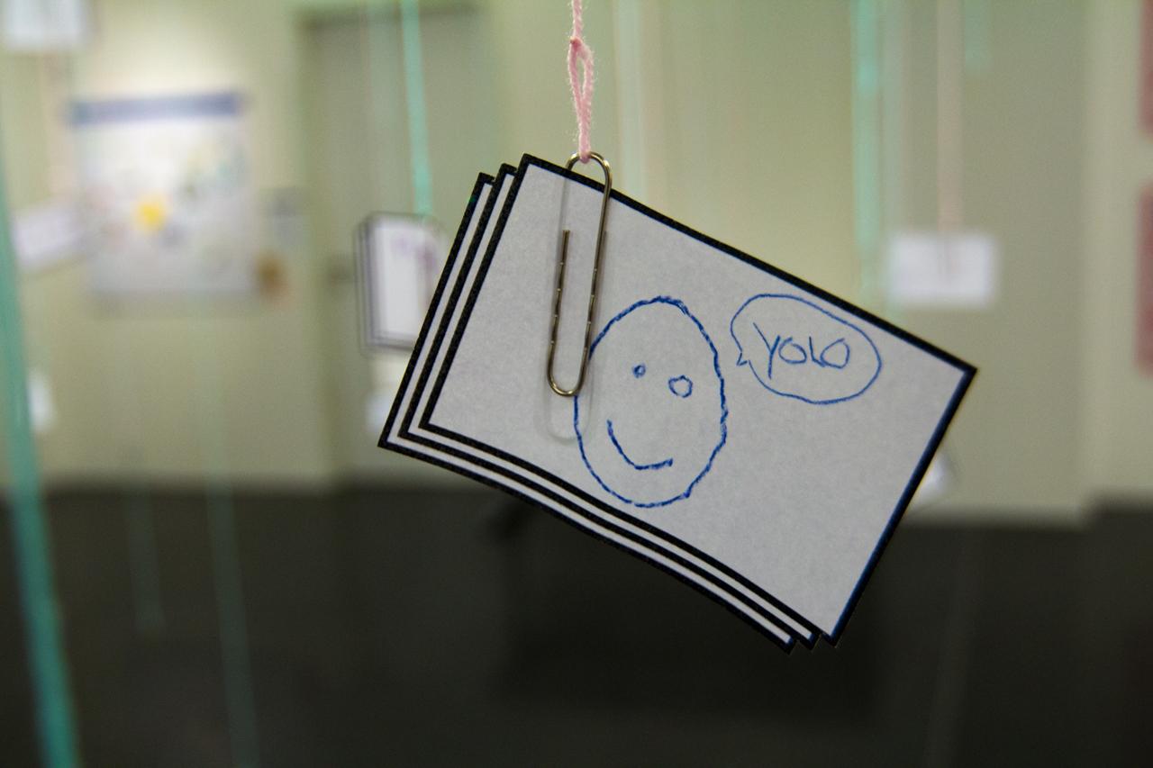 In der Ausstellung können Meinungen hinterlassen werden, um auf der Rückseite eine Meinug dazu zu schreiben