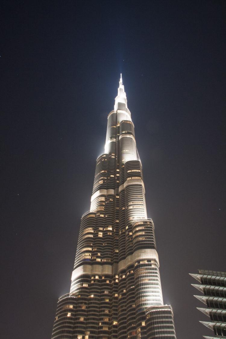 Burj Khalifa. Das derzeit höchste Gebäude der Welt 830m