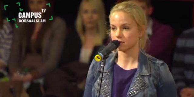 Julia Engelmann beim Hörsaalslam 2013