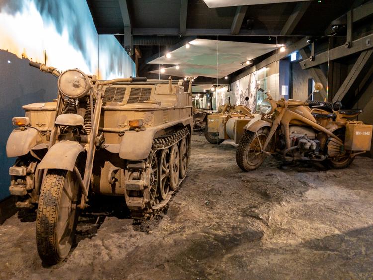 Im 2. Weltkrieg wurden alle Fahrzeuge vom Militär beschlagnahmt.