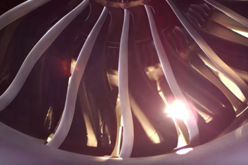 KLM Unboxing Boeing 787 Dreamliner Turbine