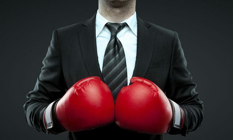 Geschäftsmann mit Boxhandschuhen