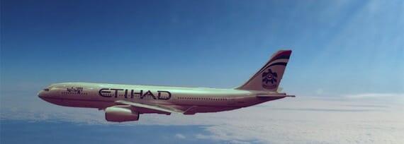 Etihad Flugzeug am Himmel
