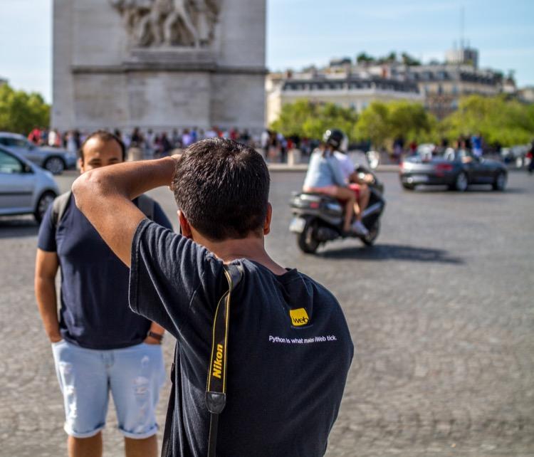 paris-tourists-triumphbogen