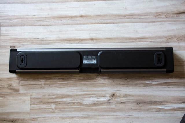 SONOS Playbar lässt sich unproblematisch an der Wand anbringen, um sich ins Raumbild einzufügen