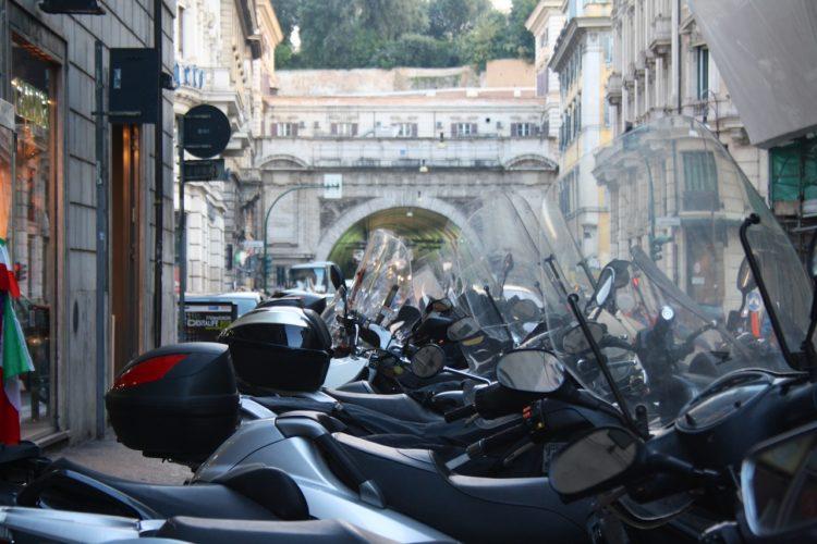 Roller: In Rom ein Hauptverkehrsmittel