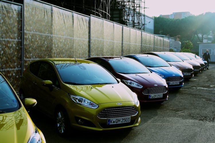Ford Fiesta Flotte um Rom unsicher zu machen