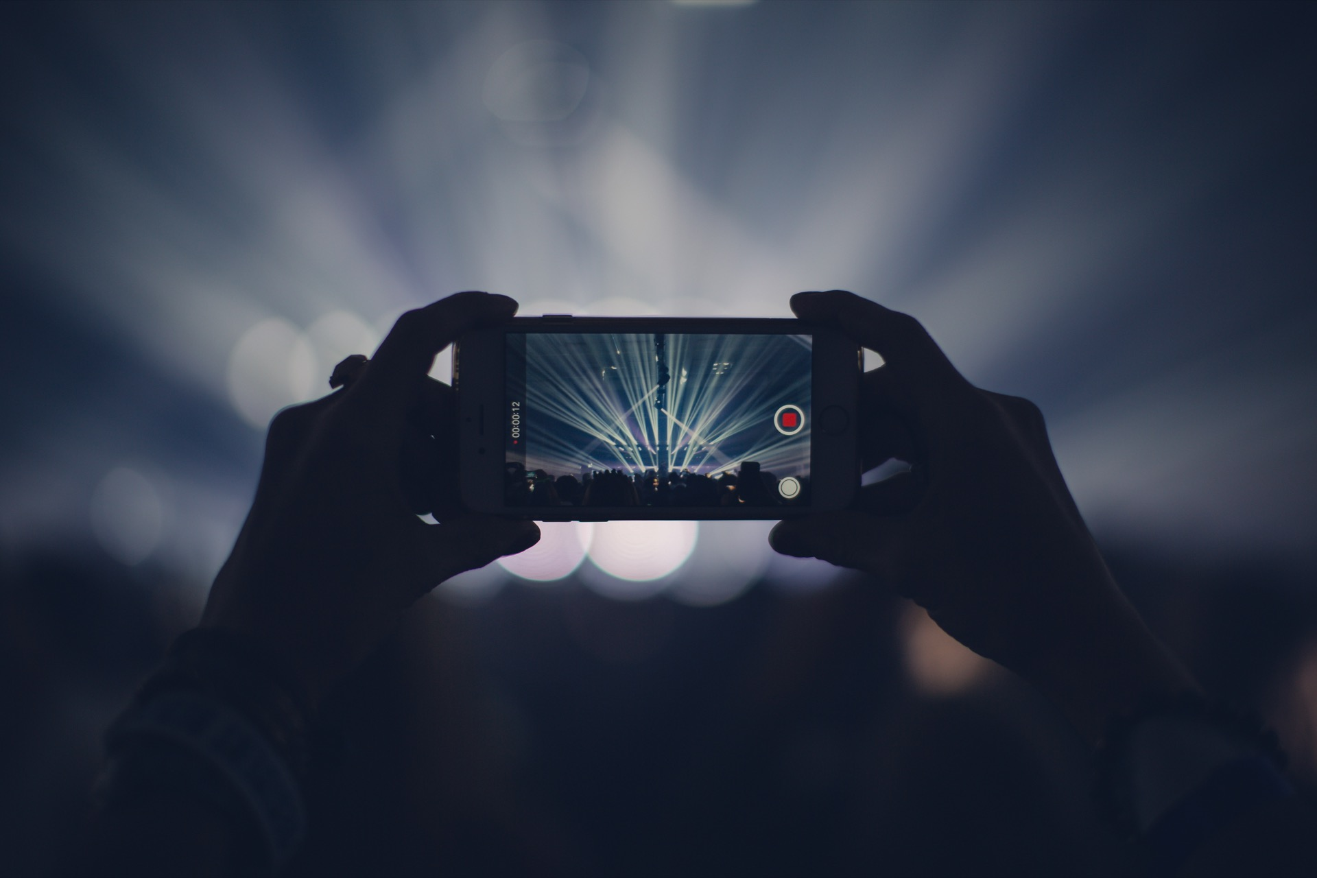 Handy-Video bei Konzert; Foto: veeterzy-98988